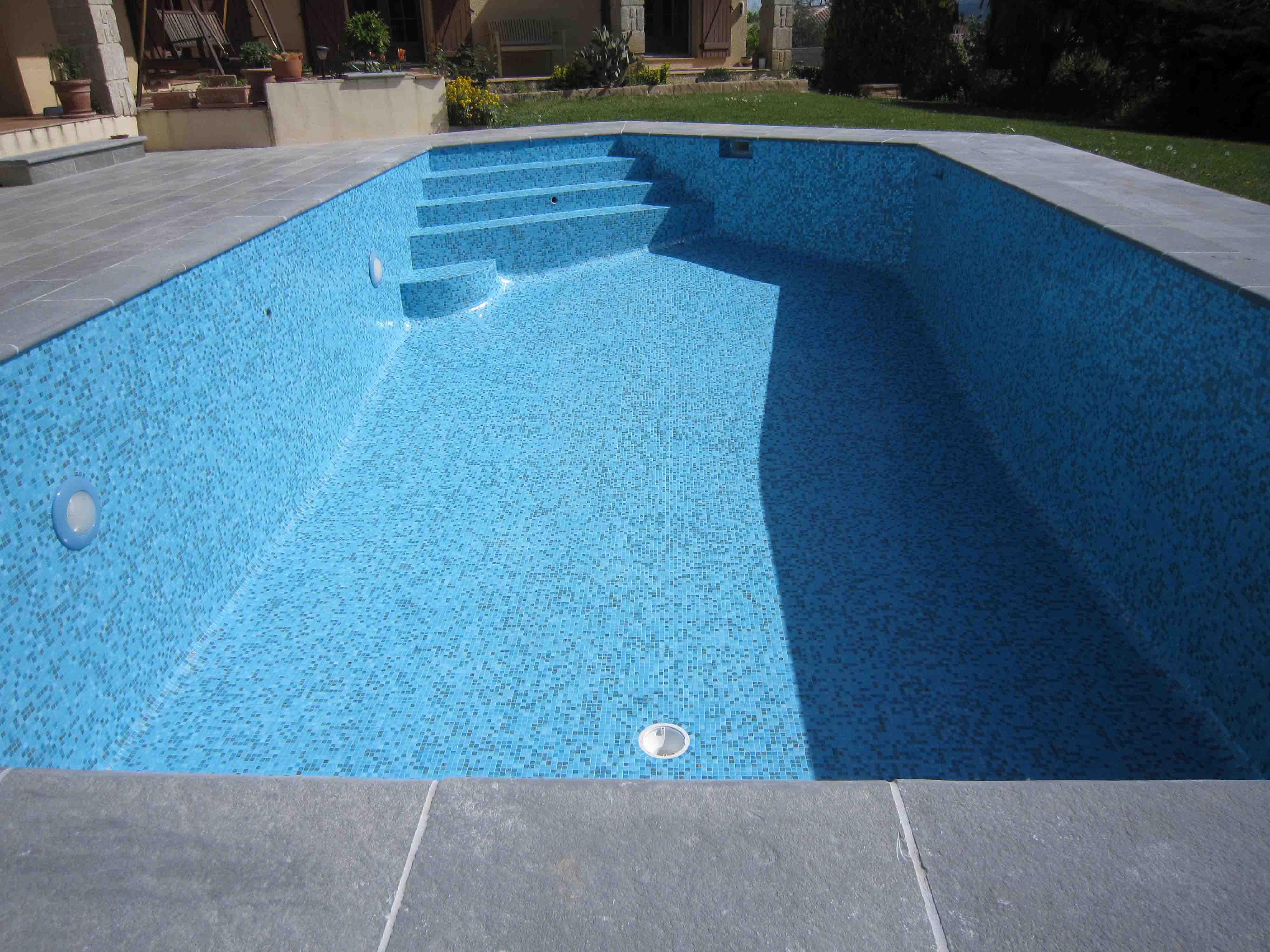 Dolce mosaic photos piscines en p tes de verre for Piscine en carrelage