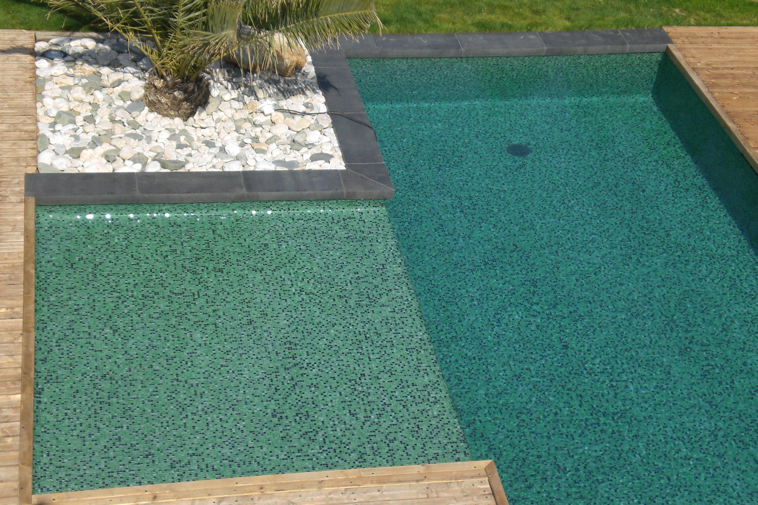 Dolce mosaic photos piscines en p tes de verre for Carreler une piscine