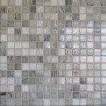 mosaique salle de bain en pates de verre gris et blanc